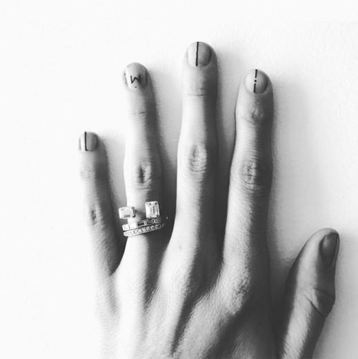 Nail art permanente... ou até suas unhas crescerem novamente! Clica pra ver mais!