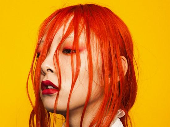 Quem é Rina Sawayama? Vem saber mais sobre a cantora