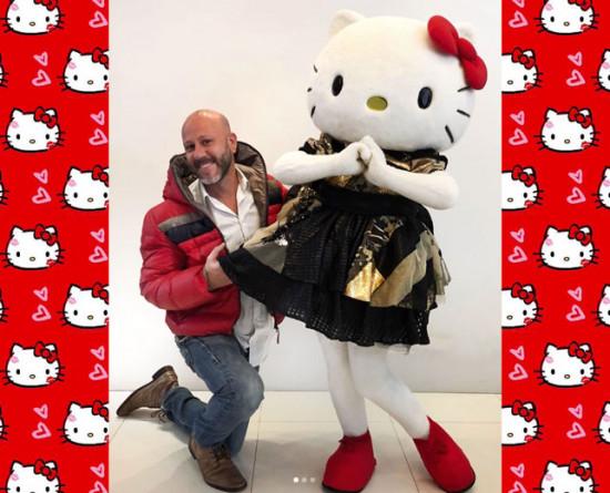 Fofura na SPFW N45! Hello Kitty é a estrela da nova coleção de Samuel Cirnansck - vem ver mais!