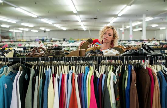 O mercado de roupa usada pode ultrapassar o de fast-fashion em alguns anos!