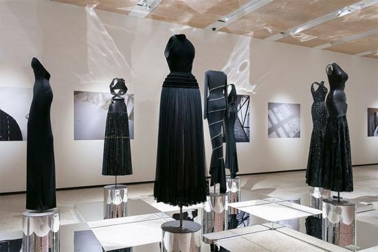 Azzedine Alaïa ganha merecida exposição retrospectiva no Design Museum em Londres