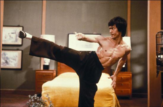 Bruce Lee mandava muito com os seus golpes de karatê - e eles viraram obra de arte! Vem saber mais!