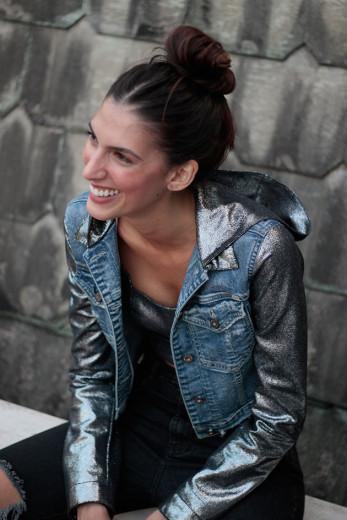 Mistura de jeans com couro: é a nova parceria entre a 2DNM e Patrícia Viera!