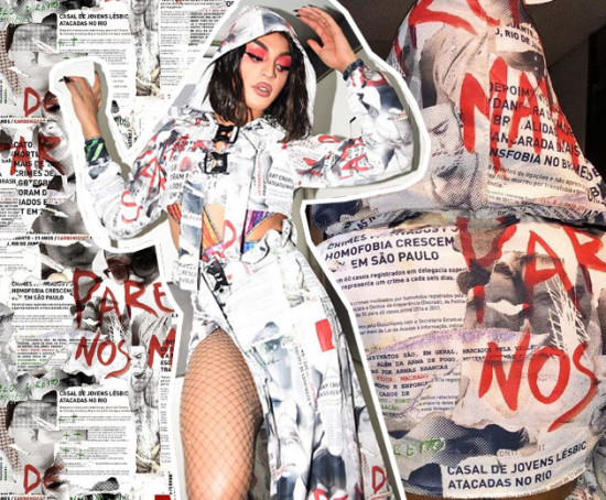 Pabllo usou uma capa com manchetes de crimes de homofobia na Parada - clica pra ver mais!