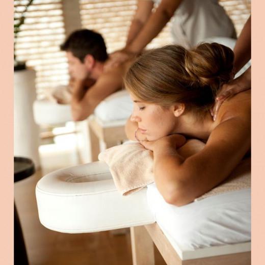 Que tal relaxar com seu amor? O Budha Spa oferece um pacote com massagem energizante  aplicada com óleos aquecidos por velas aromáticas e reflexologia por R$ 457,30