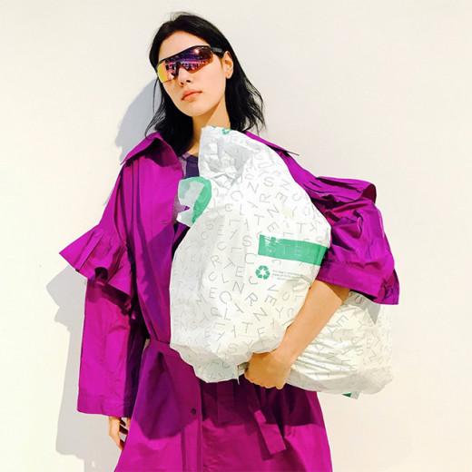 A estilista convoca todo mundo pra ajudar no Dia Mundial dos Oceanos - clica pra ver mais!