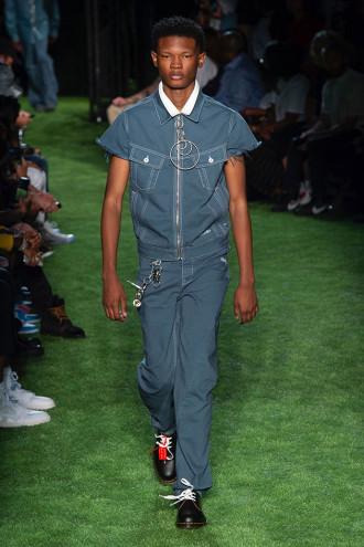 Agora que Virgil Abloh é diretor criativo da Louis Vuitton (olha a estreia  dele na grife clicando aqui!), a primavera-verão 2019 da Off-White assume  um ... 4dee0104fd