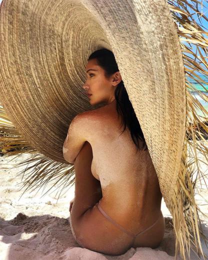 """O clique da discórdia: Bella Hadid pra """"Vogue"""" México com o chapéu... que não é Jacquemus"""